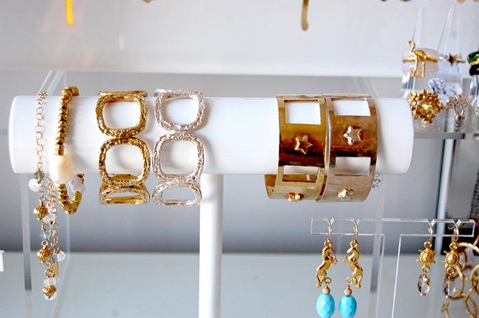 Handgemaakte sieraden van Beryl Dingemans. Alles over de Handgemaakte sieraden van sieraden ontwerpster Beryl Dingemans. Lees het interview hier!