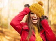 vrouw met herfstkleding