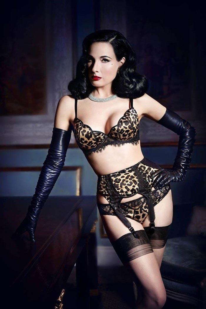 Dita von Teese's lingerie lijn in samenwerking met Bloomingdales. Dita von Teese lanceert lingerie lijn. Kanten bh setjes, boudoir en fifties glamour!