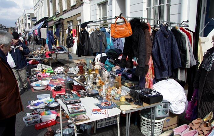 Shoppen in Londen op Portobello Road Market. Lees hier alles over shoppen in Londen. Ga naar de Portobello Road Market voor leuke koopjes.