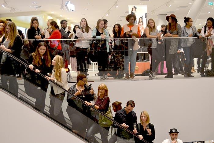 Opening H&M Rotterdam: de allergrootste van Europa! Alles over H&M Rotterdam: de grote opening. Lees alles over het fotoverslag hier.