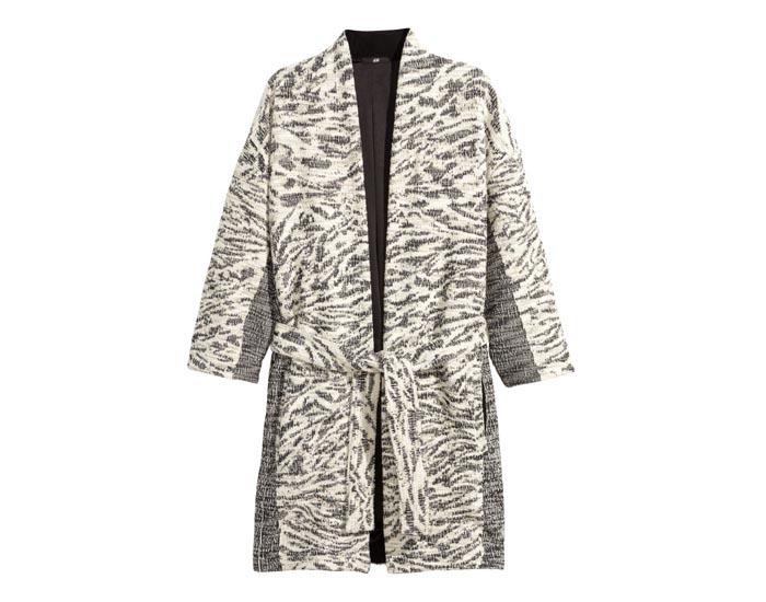 Budget tip: Lange Vesten. Musthave 2015 lente en modetrends. Lange vesten zijn hot, laat je inspireren. Musthave 2015: Zara, H&M, Topshop en River Island.