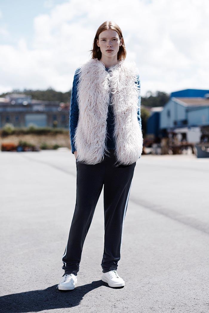 Zara TRF Lookbook 2014 september. Alles over het Zara TRF Lookbook 2014 voor september: coole jassen, laag over laag trend, streetstyle en sneakers.
