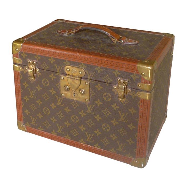 Designer vintage merken: waar te vinden? Alles over designer vintage merken als Chanel, Hermes, Louis Vuitton, Ysl en Dior. Waar koop je deze?
