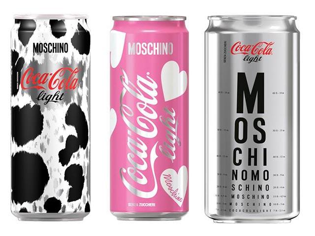 Moschino x Coca Cola: limited edition fles. Alles over de samenwerking tussen Moschino en Coca Cola voor een limited edition collectie flessen.